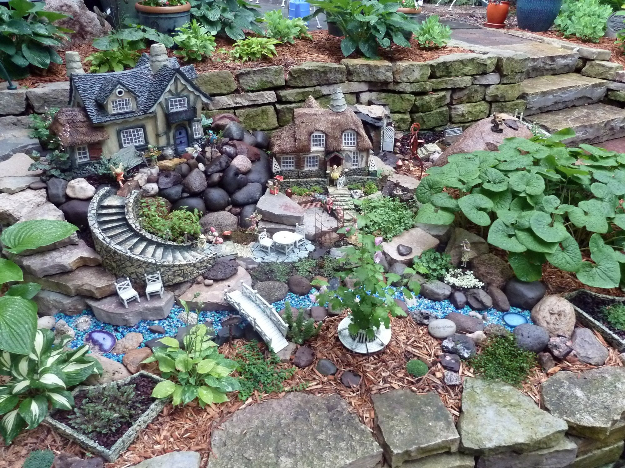 Top 25 indoor outdoor and terrarium fairy garden ideas for Garden landscaping ideas