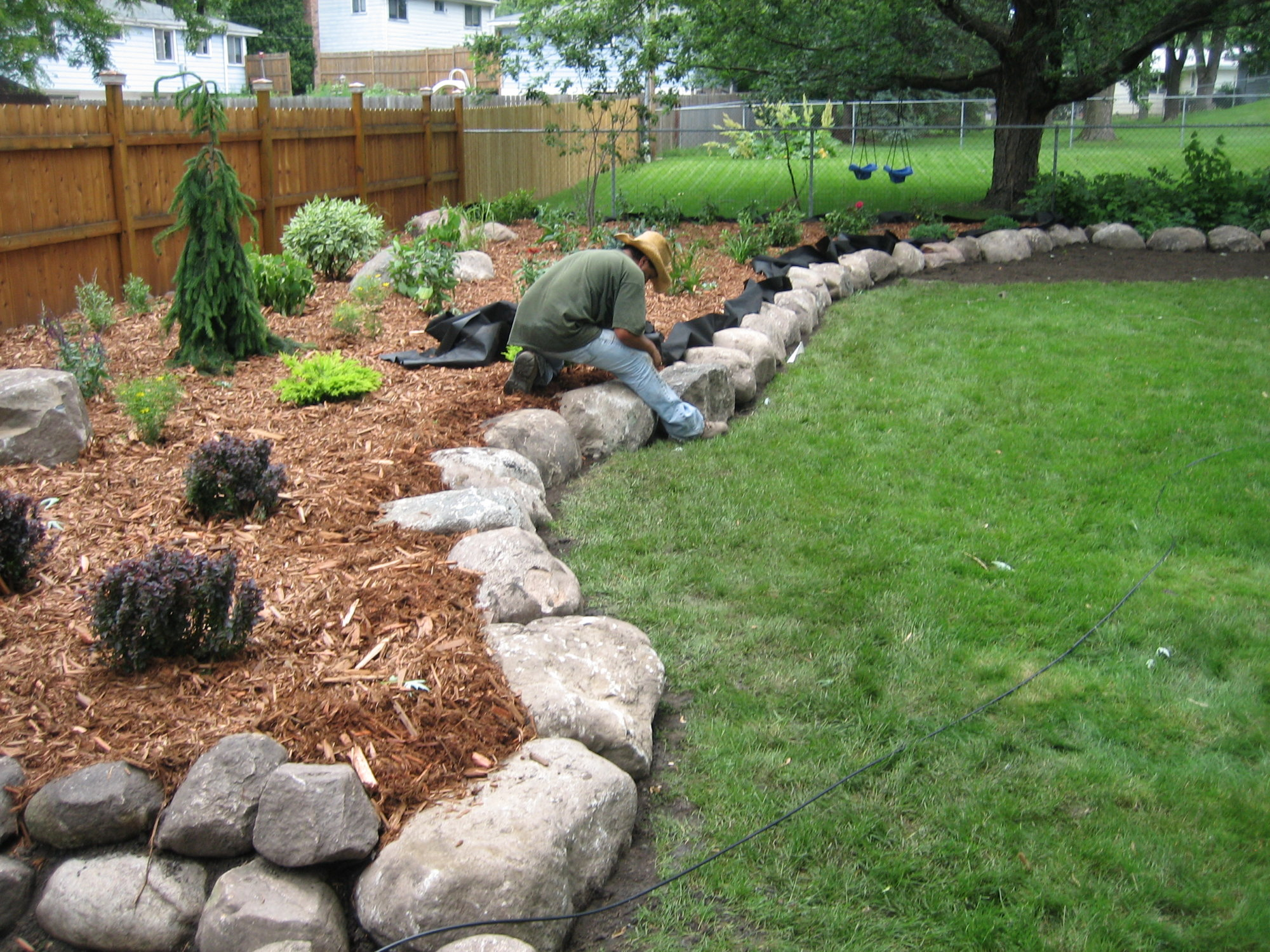 Fieldstone boulder wall planting bed pahl 39 s market for Stone landscaping ideas